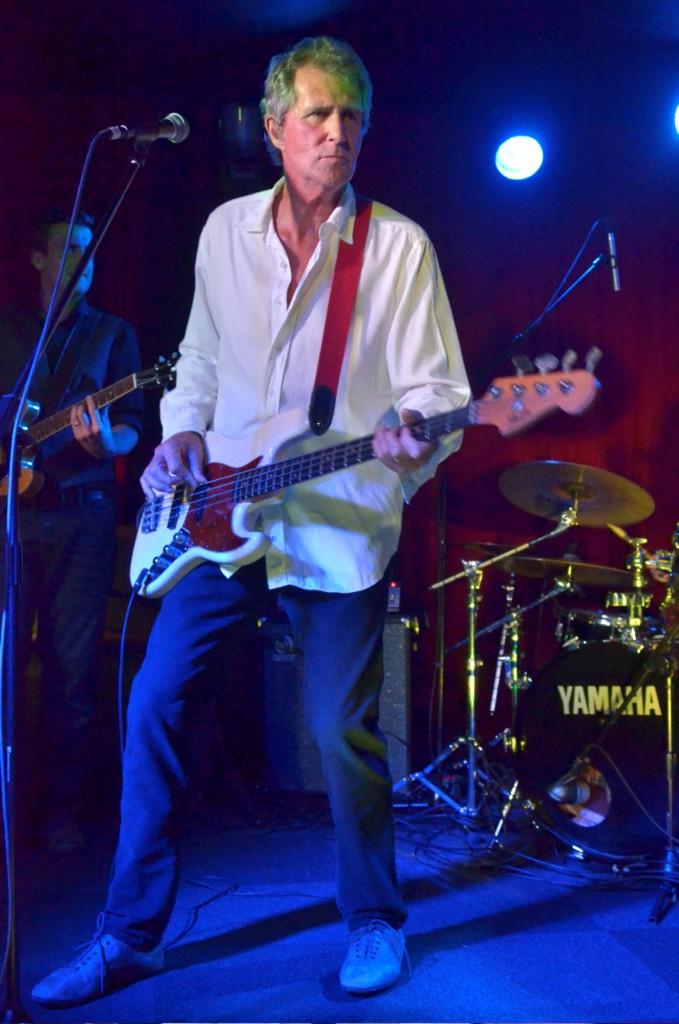 John Illsley überzeugte auf der Bühne nicht nur mit alten Dire Straits-Nummern, sondern auch mit seinem Solorepertoire. Foto: Promo/Noisenow