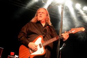 Im Licht: Warren Haynes in der Live Music Hall Köln. FOTO: Horst Müller
