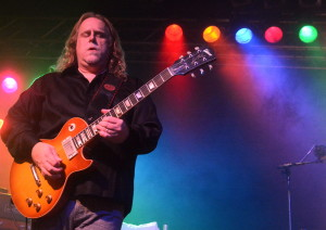 Warren Haynes, Frontmann der Band Gov't Mule am 17. Mai 2015 in der Live Music Hall Köln. FOTO: Horst Müller