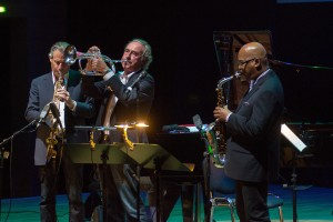 Auf der Bühne: (von rechts) Greg Osby, Franco und Gianluca Ambrosetti auf dem Jazzfest Bonn am 15. Mai 2015. FOTO: JFB