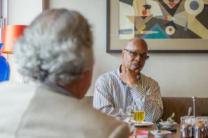 Wir reden über Jazz: Greg Osby und Franco Ambrosetti. FOTO: Ottersbach