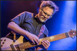 Markus Reuter spielt eine Touch Guitar. FOTO: Peter Szymanski