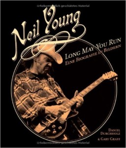 Neil Young: Long May You Run. Eine Biografie in Bildern. Erhältlich bei Amazon.