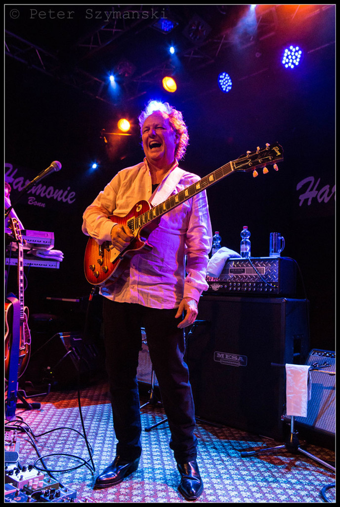 "Lee Ritenour am 16. Februar 2016 in Bonn. FOTO: Peter ""Beppo"" Szymanski"