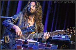 "Unfassbarer Bassist: Christian Galvez. FOTO: Peter ""Beppo"" Szymanski"