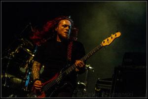 "BassistCeri Monger FOTO: Peter ""Beppo"" Szymanski"